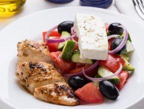görög saláta csirkemellel